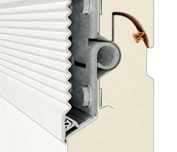 Безпека та функціональність гаражних секційних воріт UniTherm. Ущільнення між панелями