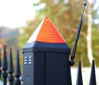 Сигнальна лампа повідомляє про закривання або відкривання відкатних воріт