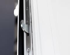 Алюмінієві зовнішні двері Plus Line wisniowski. Багатоточковий замок