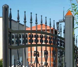 Відкатні ворота для огорожі. Напруга живлення приводу воріт 24В або 230В