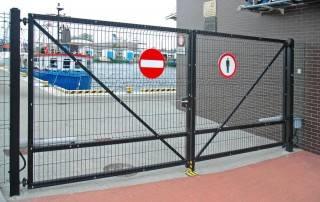 Промислові розпашні ворота та хвіртки wisniowski системи BASTION-4