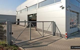 Промислові розпашні ворота та хвіртки wisniowski системи BASTION-7