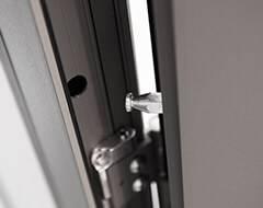 Бокові алюмінієві панельні двері wisniowski. Протизнімний штир