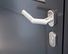 Сталеві протипожежні профільні двері wisniowski - ручка з нержавіючої сталі