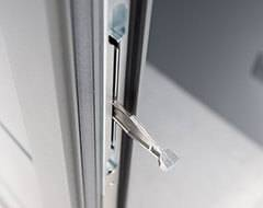 Бокові алюмінієві панельні двері wisniowski. Центральний ригель в дверях з терморозривом