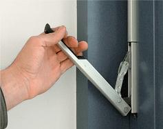 Механізм для часткового відкривання з рівня підлоги для алюмінієвих вікон