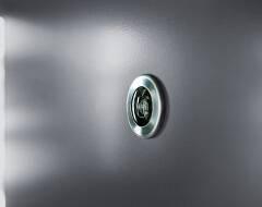 Суцільні сталеві двері wisniowski. Дверне вічко
