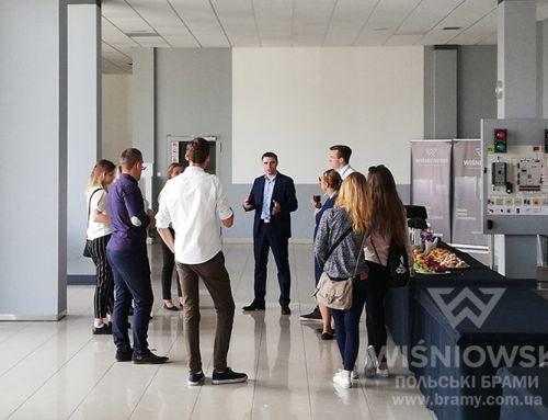Учасники XIII Форуму Молодих Лідерів відвідують компанію WIŚNIOWSKI