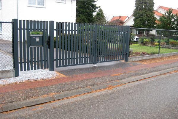 класичні розпашні ворота