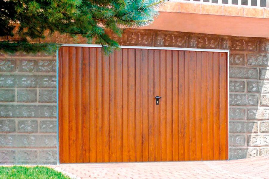 Функціональні розпашні гаражні ворота