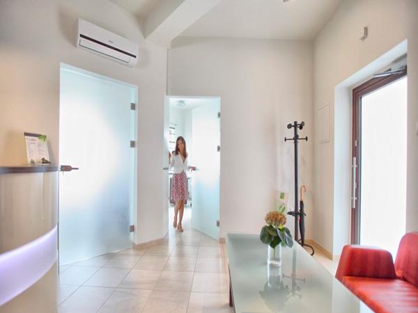 Суцільноскляні двері для дому